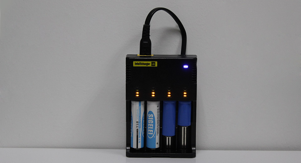 Authentic Nitecore I4 V2 Li-ion Ni-MH Ni-Cd Smart Battery Charger