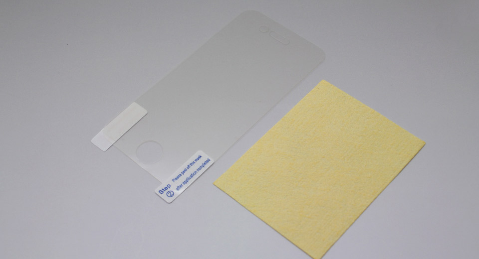 Clear Screen Protector for iPhone 4 / 4S with cleaning