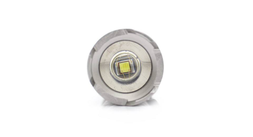 UINFIRE B68 Cree XP-E R2 240-Lumen 1-Mode Zooming LED F