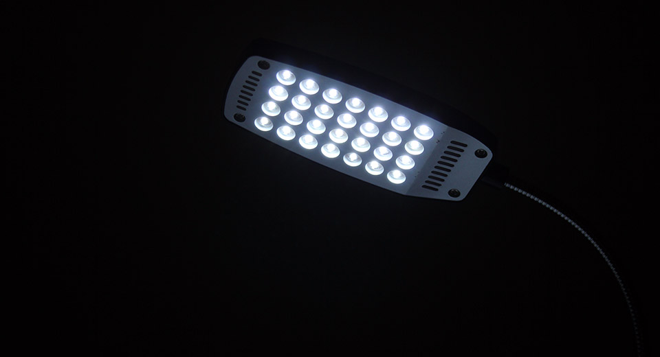 USB Powered Flexible 28-LED Keyboard / Reading Lamp 3*A