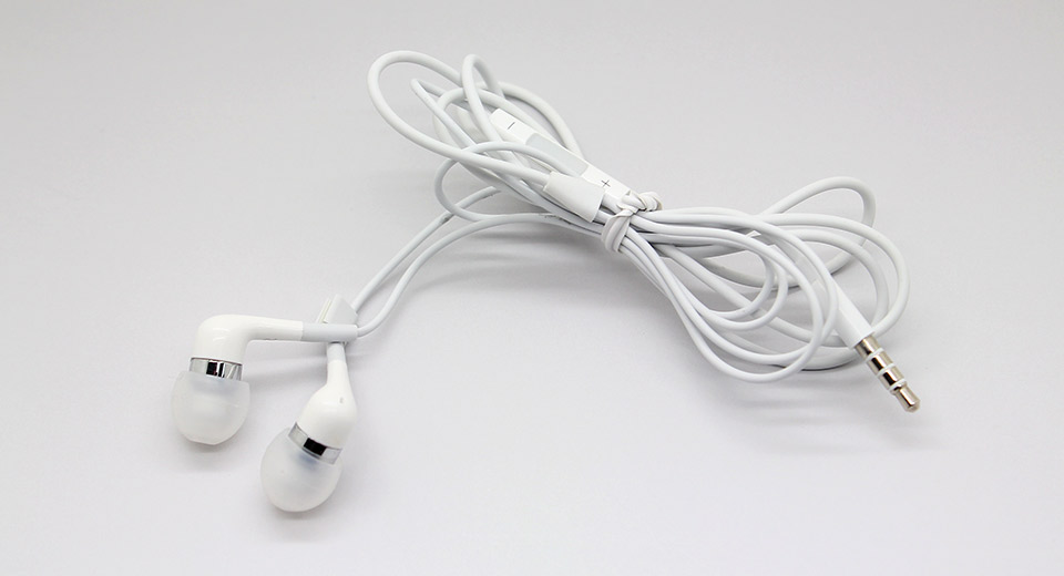 Stylish In-Ear Earphone for iPhone 4 / 4S (White) Cable