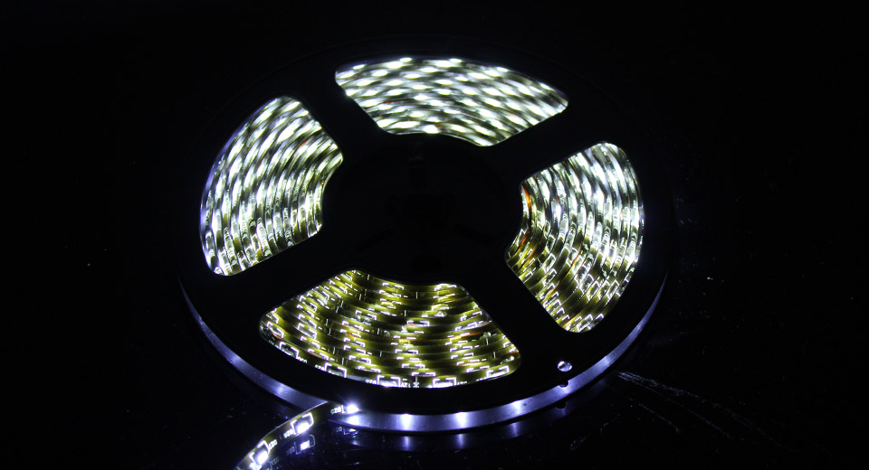 R10 Decorative SMD 300-LED Waterproof Light Strip for C